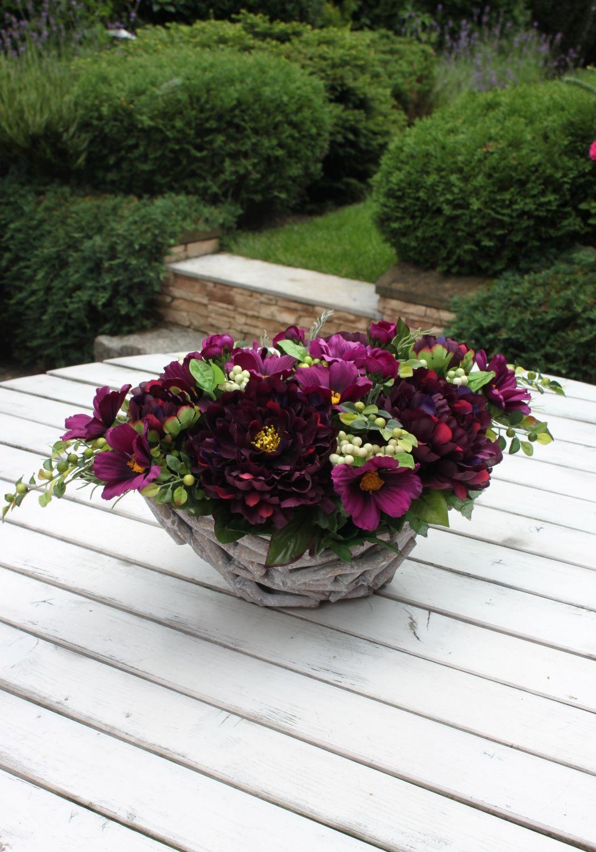 Stroik Z Burgundowych Kwiatów W Osłonce Z Patyków Dekoracja Na Cmentarzna Wszystkich świętych