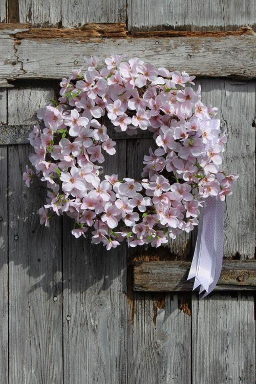 Wianek Wiosenny Z Kwiatów Jabłoni Wianek Na Drzwiozdobawiosnadekoracja Do Domupomysł Na Prezent