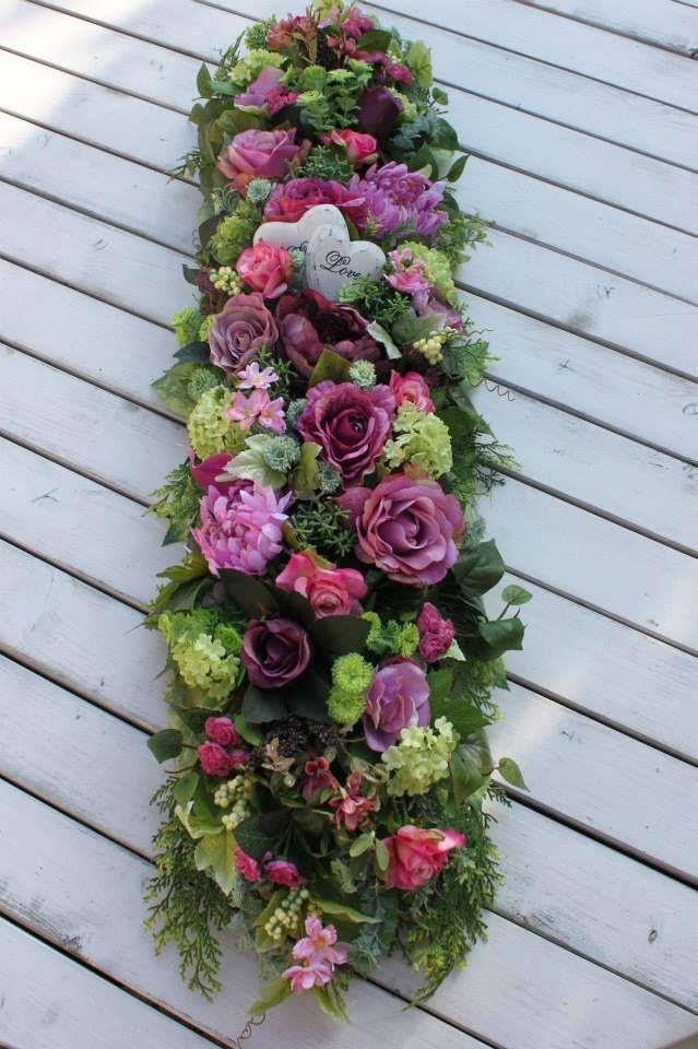 Kompozycja Kwiatowa Na Gałęziach Stroikdekoracja Na Cmentarzna Gróbna Wszystkich świętych