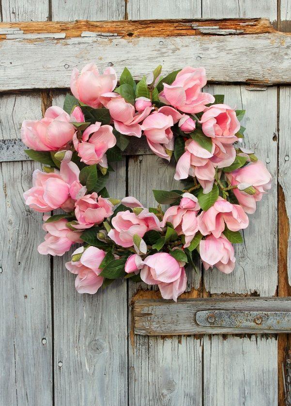 Wianek Wiosenny Z Różowych Magnolii Na Drzwiozdoba Wiosennadekoracja Do Domu