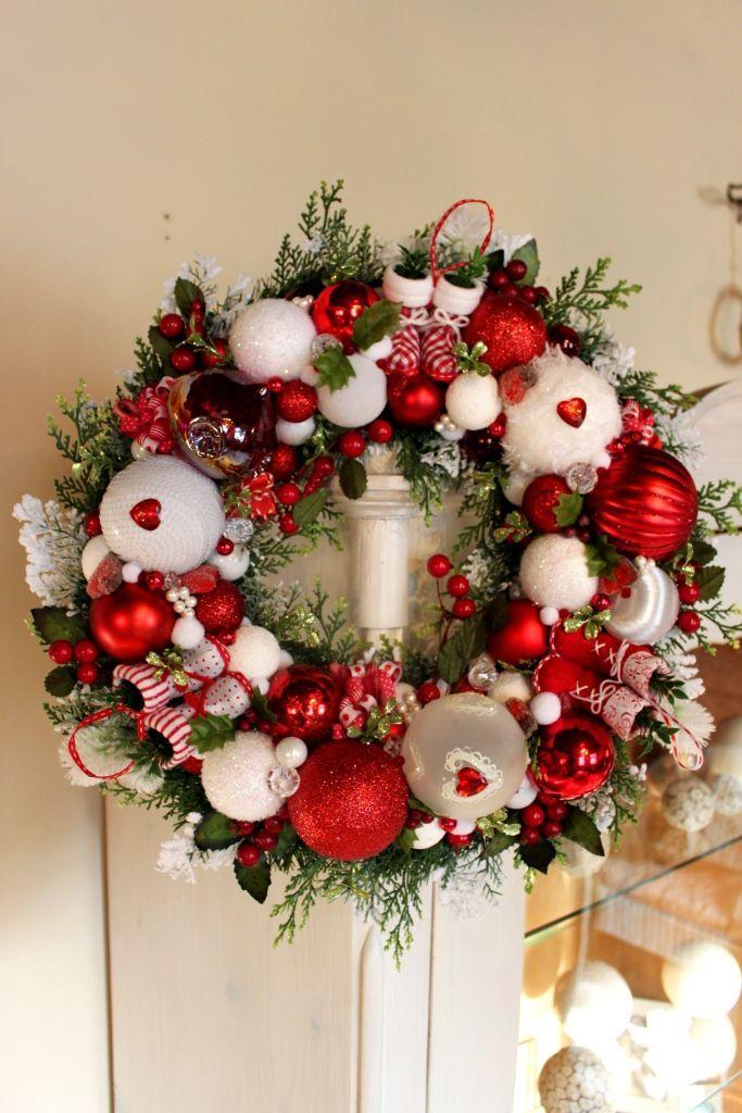 Wianek świąteczny Na Drzwi Z Bucikami Mikołaja Wianki świąteczneozdoby świątecznedekoracje Na Boże Narodzenie